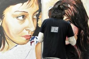 L'artiste travaillant sur la série Friend's Book en 2012 @Pascal Renard